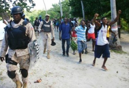 Ile a Vache demonstrate against corporate land grab as tourism jobs for locals